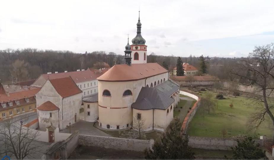 Národní kulturní památka – areál s raně středověkými stavbami baziliky sv. Václava a kostela sv. Klimenta.