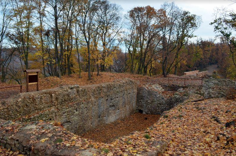 Nový hrad u Kunratic - palác. Autor: J. Podliska.