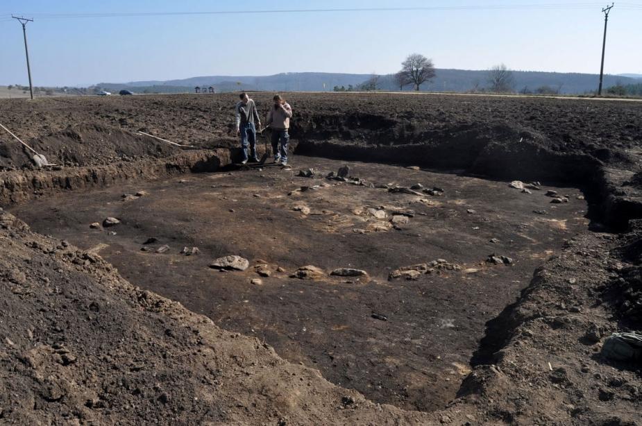 Archeologický výzkum mohyly. Autor P. Kos.